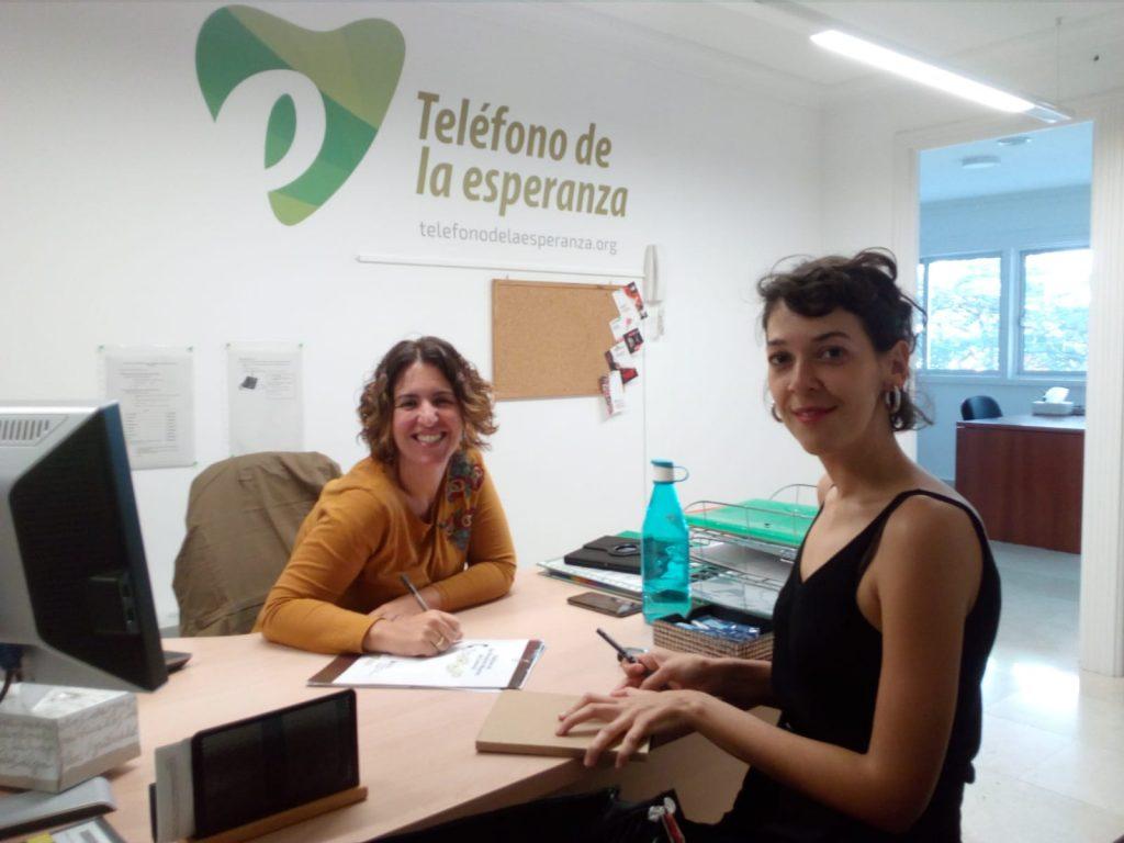 Nayra Ruiz, técnico del Teléfono de la Esperanza y Silvia Navarro, de la Asociación Siendo.